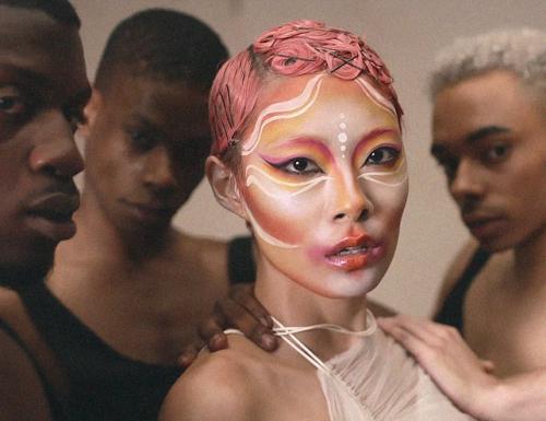 RINA SAWAYAMA influenze Pop e Fashion